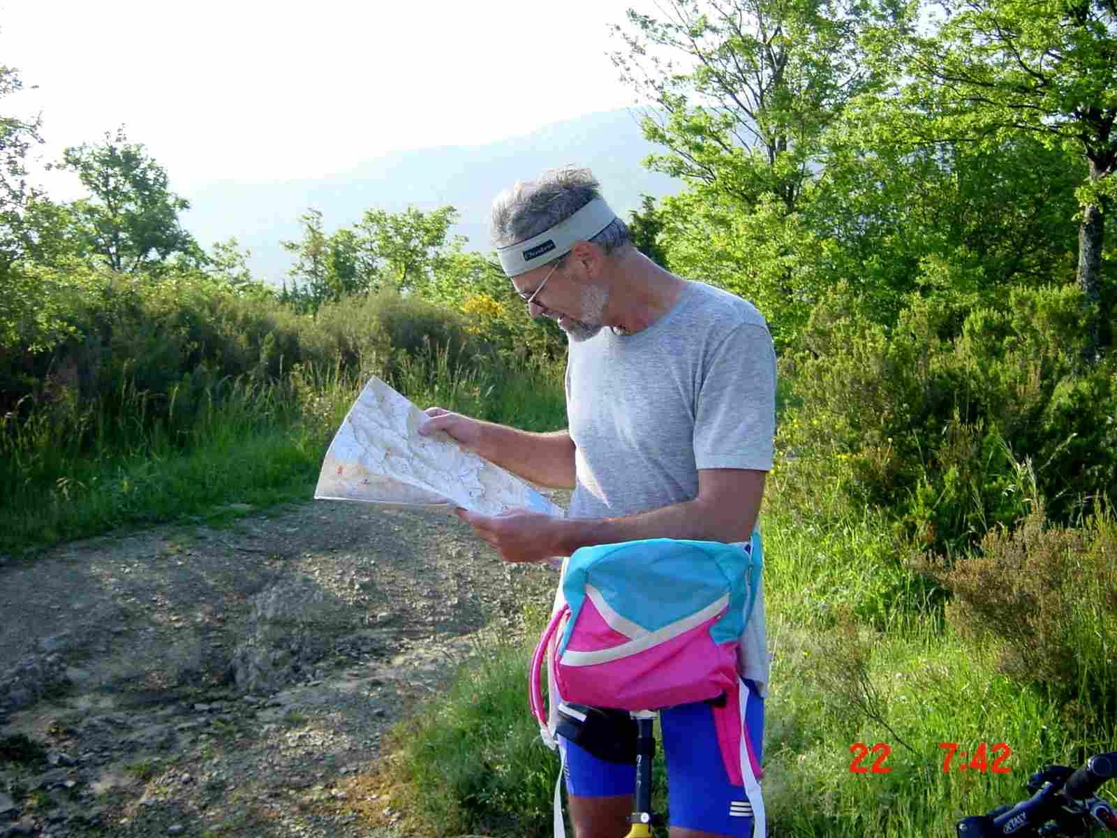 Foto: Manfred Karl / Mountainbike Tour / Monte Castel Giudeo, 1037 m / Genaues Studium der Karten ist hier oft nötig / 20.06.2007 06:30:29