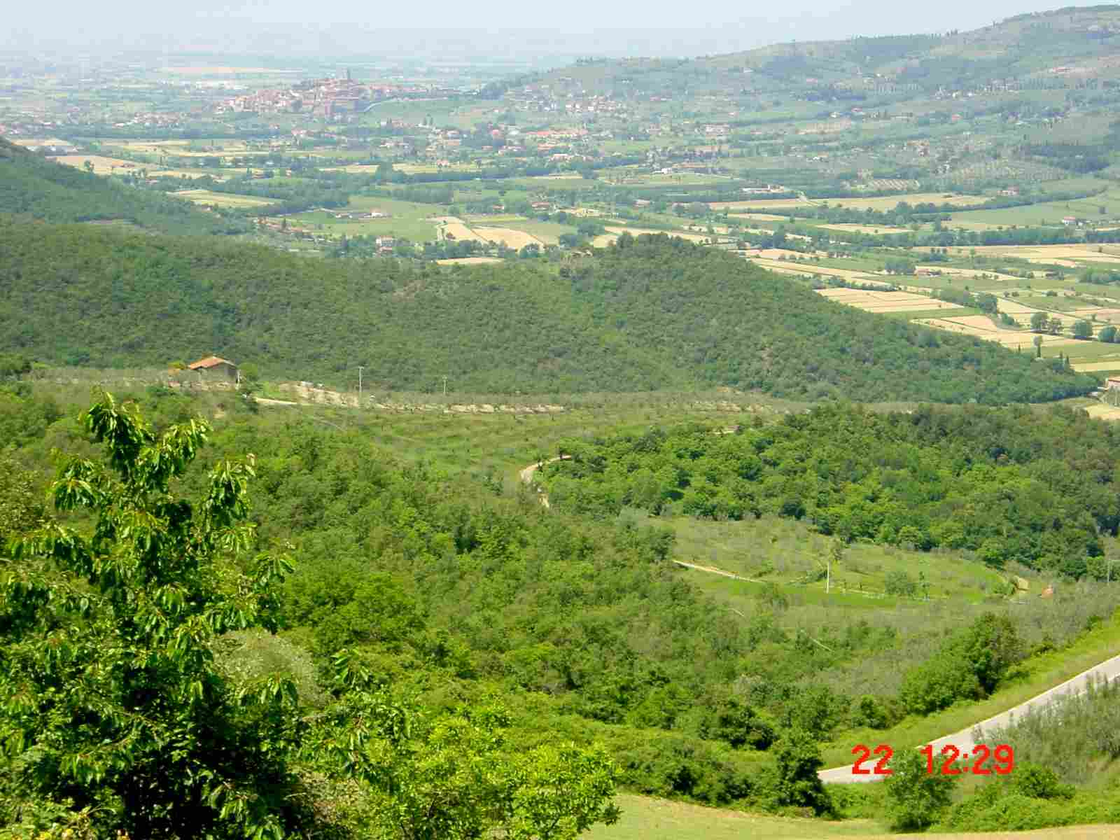 Foto: Manfred Karl / Mountainbike Tour / Monte Castel Giudeo, 1037 m / Blick nach Castiglion Fiorentino / 20.06.2007 06:25:03