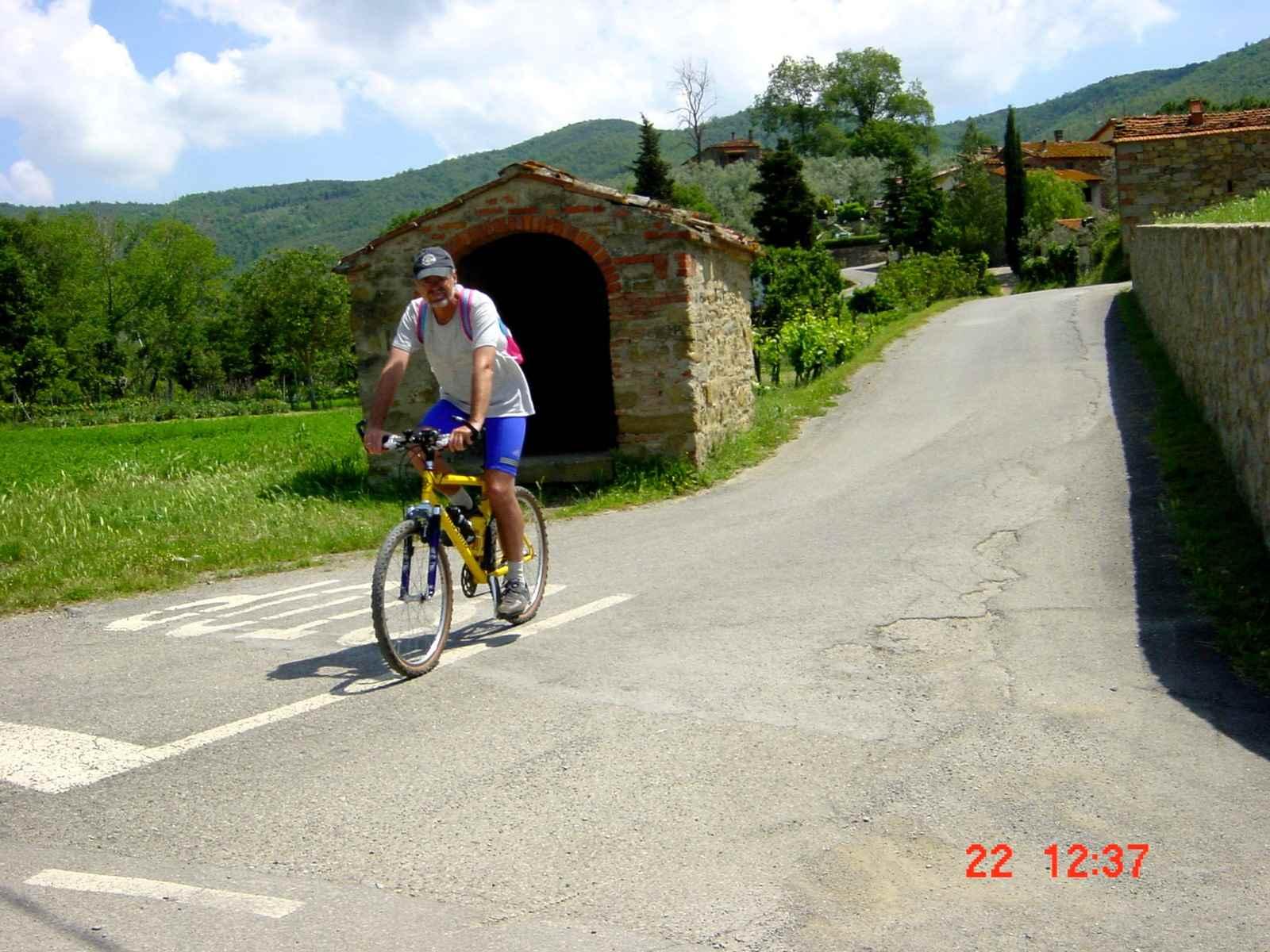 Foto: Manfred Karl / Mountainbike Tour / Monte Castel Giudeo, 1037 m / Kurz vor Castiglion Fiorentino / 20.06.2007 06:24:44