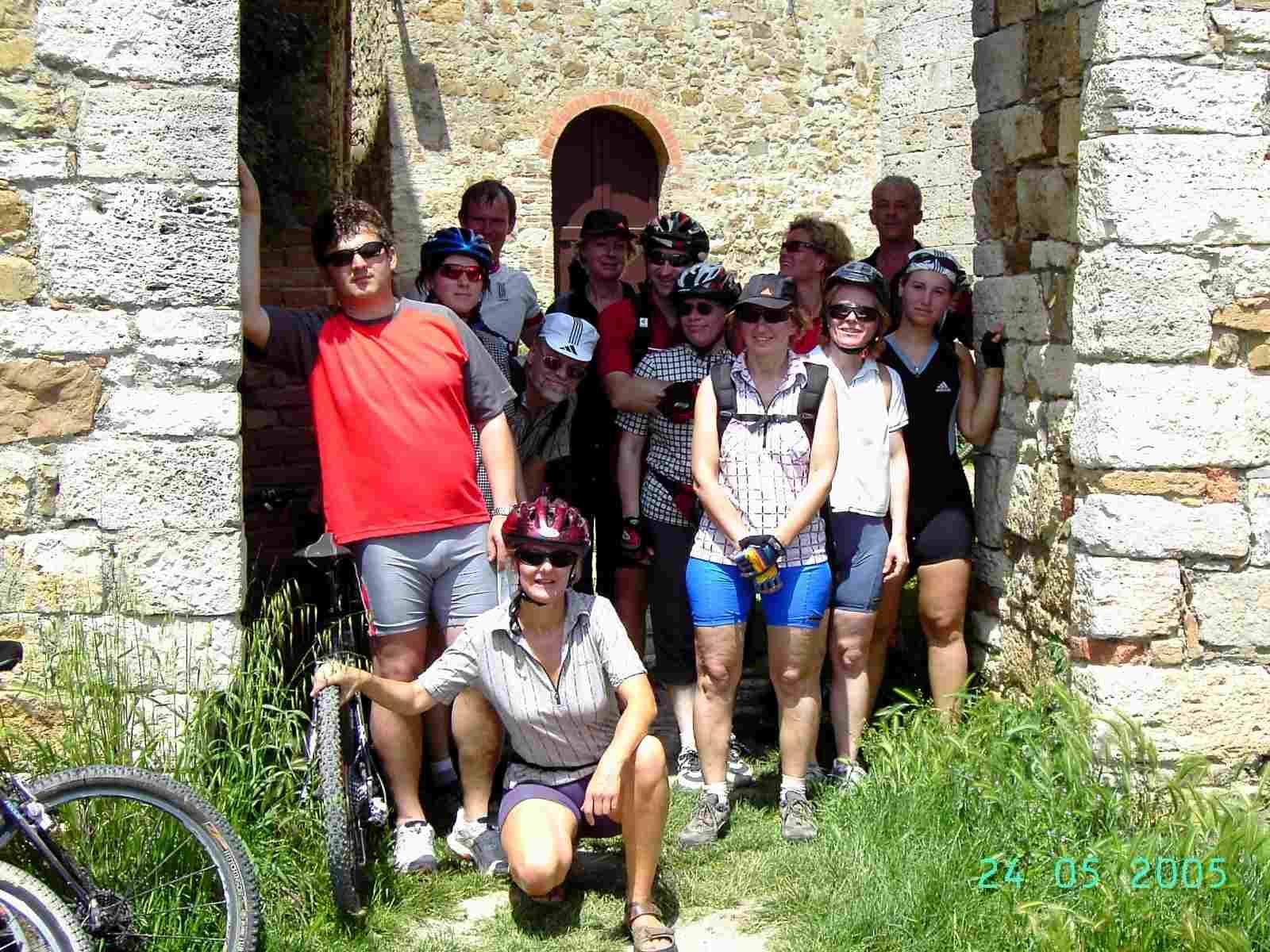 Foto: Manfred Karl / Mountainbike Tour / Von Bagno Vignoni nach Pienza / Stadttor von Vignoni / 20.06.2007 17:48:04
