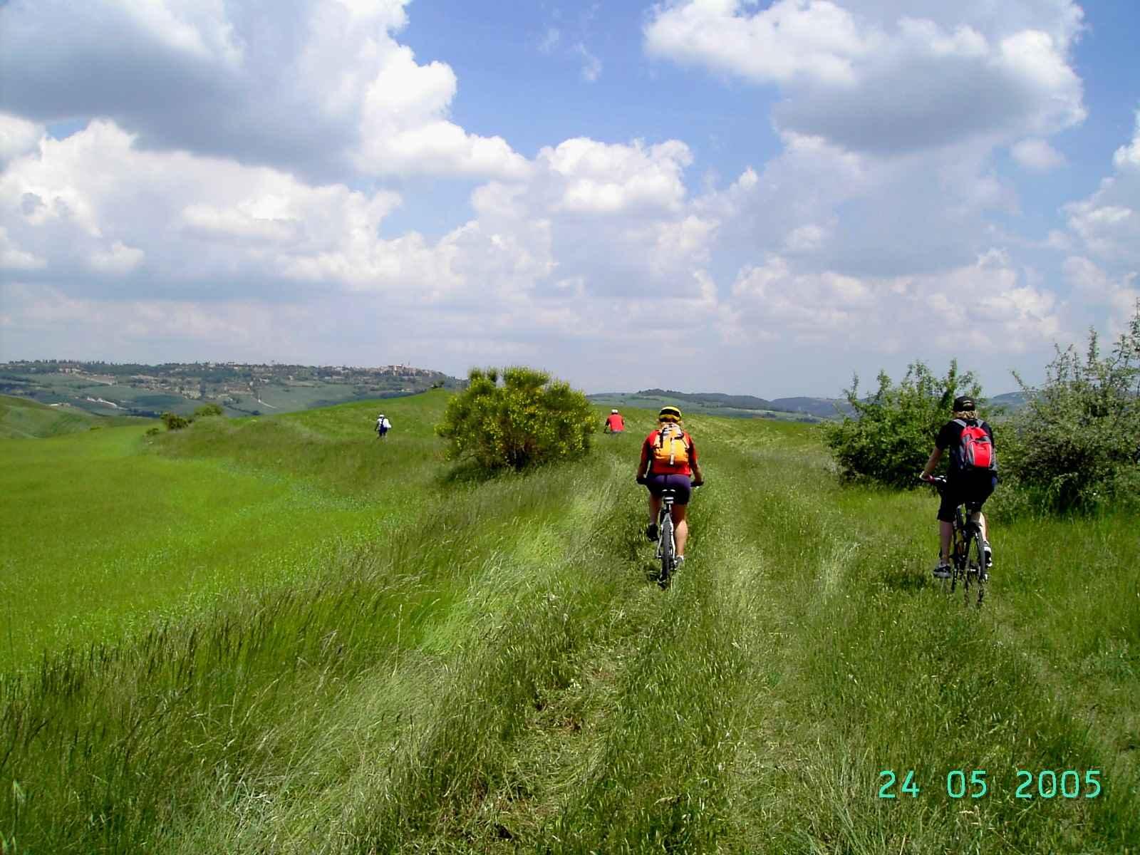 Foto: Manfred Karl / Mountainbike Tour / Von Bagno Vignoni nach Pienza / Pienza in Sicht. / 20.06.2007 17:45:38