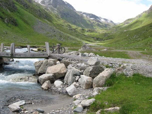 Foto: mucho / Mountainbiketour / Kugleter Stein / Talschluss bei Fasulhütte / 09.07.2007 11:12:21