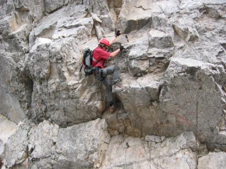 Foto: dobratsch11 / Klettersteig Tour / Lärchenturm - Klettersteig / die Schlüsselstelle beim Abstieg / 21.06.2007 17:05:57