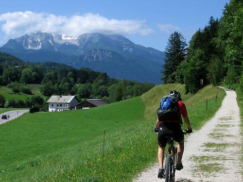 Foto: Lenswork.at / Ch. Streili / Mountainbike Tour / Von Markt Schellenberg zur Kührointhütte (1.420 m) und Archenkanzl (1.346m) / Blick ri. Berchtesgaden / 25.06.2007 10:33:46