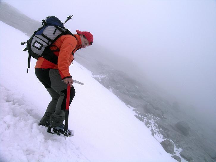 Foto: Andreas Koller / Wander Tour / Von der Osnabrückerhütte auf den Preimlspitz (3133 m) / Abstieg im steilen Firn / 27.06.2007 15:26:29