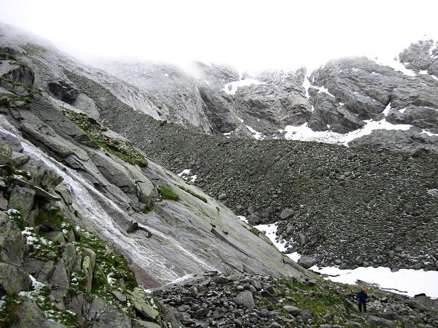 Foto: Andreas Koller / Wandertour / Von der Osnabrückerhütte auf den Preimlspitz (3133 m) / Anstieg im Gletscherschliff / 27.06.2007 15:20:55