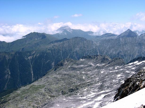 Foto: Andreas Koller / Wander Tour / Vom Maltatal ins Gasteinertal (2886 m) / Blick vom Gipfel nach O auf das Weißeck (2711 m) / 27.06.2007 17:16:00
