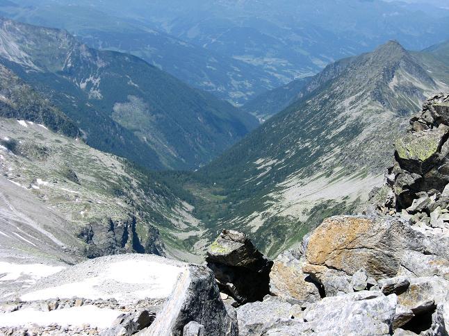 Foto: Andreas Koller / Wander Tour / Vom Maltatal ins Gasteinertal (2886 m) / Tiefblick in das Salzburger Kötschachtal / 27.06.2007 17:16:40