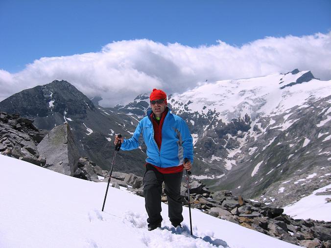 Foto: Andreas Koller / Wander Tour / Vom Maltatal ins Gasteinertal (2886 m) / Über Firnflecken geht es zurück zur Kleinelendscharte / 27.06.2007 17:17:12