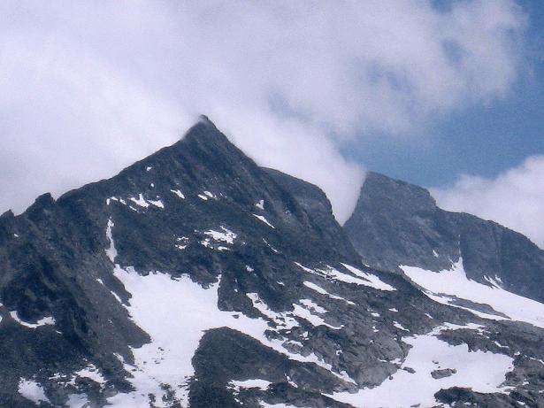 Foto: Andreas Koller / Wander Tour / Vom Maltatal ins Gasteinertal (2886 m) / Vorne Oberlercher Spitze (3107 m), gleich dahinter N-Grat des Preimlspitz (3133 m) / 27.06.2007 17:20:23