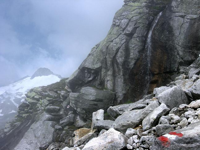 Foto: Andreas Koller / Wander Tour / Vom Maltatal ins Gasteinertal (2886 m) / Wasserfall im Anstieg zur Kleinelendscharte, im Hintergrund: Steinbachkogel (2810 m) / 27.06.2007 17:13:07