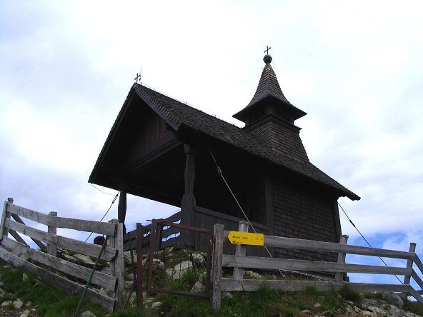 Foto: Andreas Koller / Wander Tour / Vom Loassattel über das Kellerjoch zum Spieljoch (2344 m) / Die Kellerjochkapelle / 03.07.2007 12:44:15