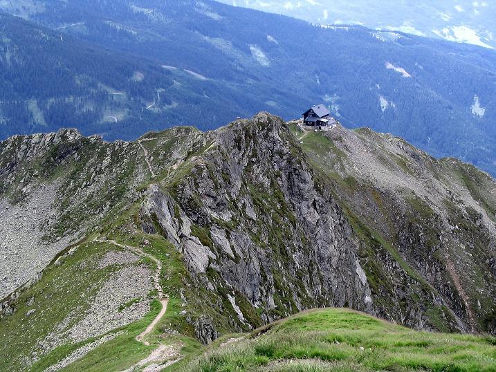 Foto: Andreas Koller / Wander Tour / Vom Loassattel über das Kellerjoch zum Spieljoch (2344 m) / Tiefblick auf die Kellerjochhütte / 03.07.2007 12:44:02