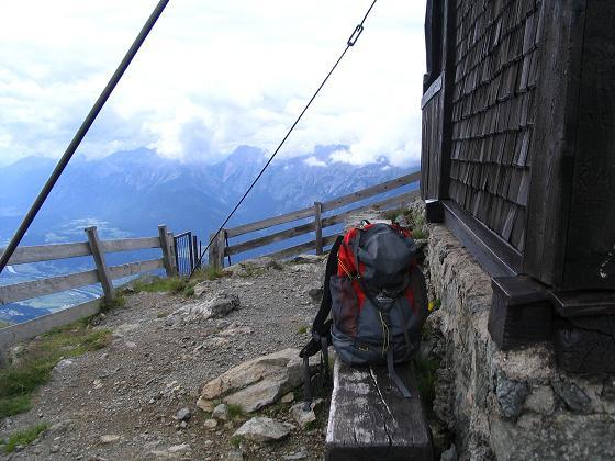 Foto: Andreas Koller / Wander Tour / Vom Loassattel über das Kellerjoch zum Spieljoch (2344 m) / Bei der Kellerjochkapelle am Gipfel / 03.07.2007 12:42:21