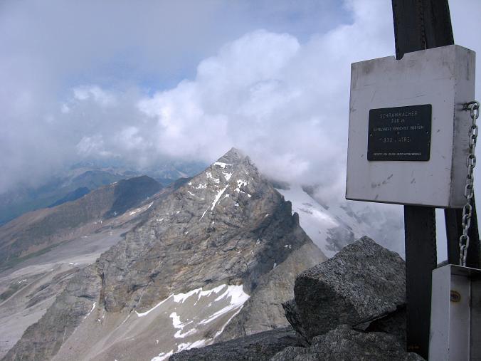 Foto: Andreas Koller / Wandertour / Schrammacher (3411 m) / Am Schrammacher mit Blick auf den Fußstein (3380 m) / 03.07.2007 13:38:20