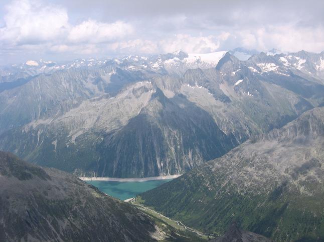 Foto: Andreas Koller / Wandertour / Schrammacher (3411 m) / Schlegeisspeicher in der Tiefe (= Ausgangspunkt) / 03.07.2007 13:37:35