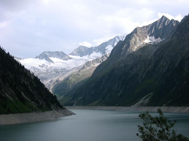 Foto: Andreas Koller / Wandertour / Schrammacher (3411 m) / Der Schlegeisspeicher gegen die Hochfeiler-Nordwand (3510 m) / 03.07.2007 13:30:54