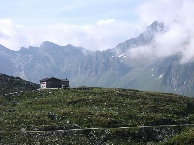 Foto: Andreas Koller / Wandertour / Schrammacher (3411 m) / Die Pfitscherjochhütte / 03.07.2007 13:41:04