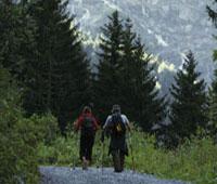 Foto: Tirol Werbung / Wander Tour / Adlerweg Etappe A20 - Auf den einsamen Höhen zwischen Inn und Lech / 26.07.2007 10:10:30
