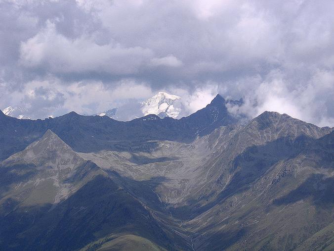Foto: Andreas Koller / Wander Tour / Durch das Arntal auf die Weiße Spitze (2963 m) / Der Großvenediger (3674 m) taucht hinter dem Panargenkamm auf / 10.07.2007 17:51:37