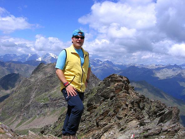 Foto: Andreas Koller / Wander Tour / Durch das Arntal auf die Weiße Spitze (2963 m) / Am Gipfel der Weißen Spitze und Anstiegsgrat im Hintergrund / 10.07.2007 17:46:46