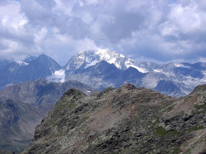 Foto: Andreas Koller / Wander Tour / Durch das Arntal auf die Weiße Spitze (2963 m) / Über den Grat der Roten Spitze (2956 m) grüßt der Hochgall (3436 m) / 10.07.2007 17:45:10