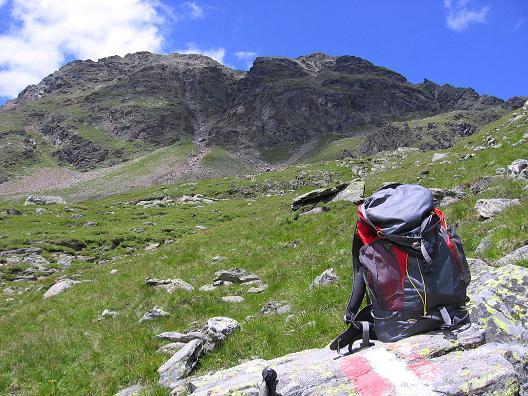 Foto: Andreas Koller / Wander Tour / Durch das Arntal auf die Weiße Spitze (2963 m) / Rast im oberen Kar unter der Roten Spitze (2956 m) / 10.07.2007 17:41:46