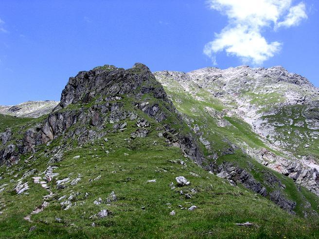 Foto: Andreas Koller / Wander Tour / Durch das Arntal auf die Weiße Spitze (2963 m) / Links die Schötter Lenke, rechts der Gipfel der Weißen Spitze / 10.07.2007 17:41:07