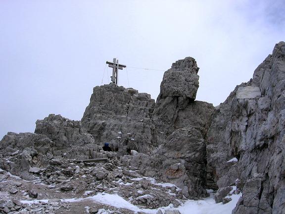 Foto: Andreas Koller / Klettersteig Tour / Rotwand-Klettersteig - Via ferrata Croda Rossa (2939 m) / Unterhalb des Gipfelkreuzes / 10.07.2007 18:43:16