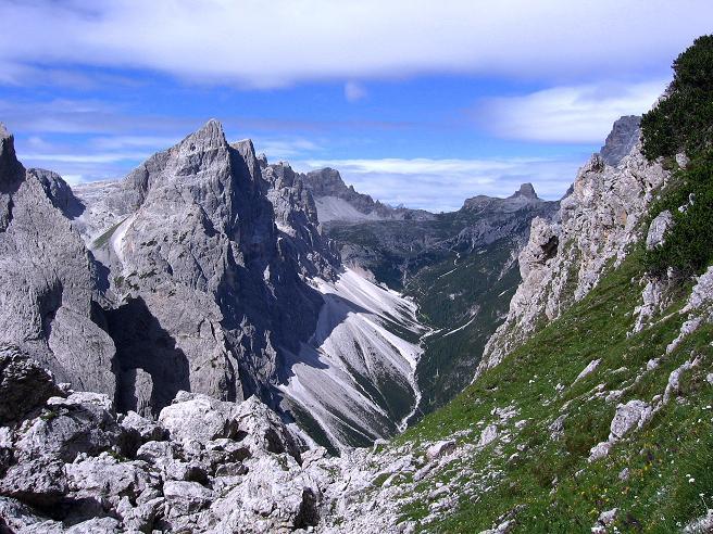 Foto: Andreas Koller / Klettersteig Tour / Rotwand-Klettersteig - Via ferrata Croda Rossa (2939 m) / Blick Richtung Drei-Zinnen-Hütte und Paternkofel (2745 m) / 10.07.2007 18:48:35
