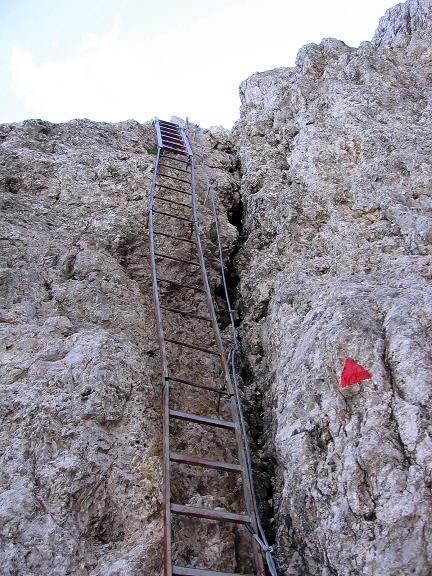 Foto: Andreas Koller / Klettersteig Tour / Rotwand-Klettersteig - Via ferrata Croda Rossa (2939 m) / Die Leiter im Einstieg / 10.07.2007 18:47:55