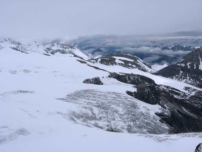 Foto: Andreas Koller / Wander Tour / Über zwei große Keese auf den Romariswandkopf (3511 m) / Blick auf den Oberen Pasterzenboden, den Hufeisenbruch, die Oberwalderhütte und die Bärenköpfe (3401 m) / 10.07.2007 22:28:23