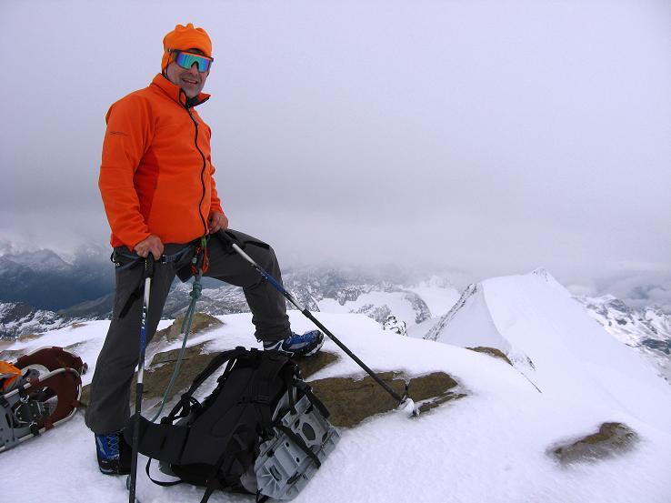 Foto: Andreas Koller / Wander Tour / Über zwei große Keese auf den Romariswandkopf (3511 m) / Am Gipfel der Romariswand mit Schneewinkelkopf (3476 m) im Hintergrund / 10.07.2007 22:26:05