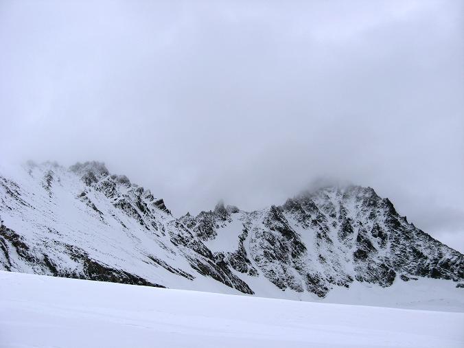 Foto: Andreas Koller / Wander Tour / Über zwei große Keese auf den Romariswandkopf (3511 m) / Ganz nah an Glocknerwand (3721 m) und Großglockner (3798 m) geht die Route am Teischnitzkees vorbei / 10.07.2007 22:22:13