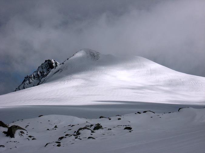 Foto: Andreas Koller / Wander Tour / Über zwei große Keese auf den Romariswandkopf (3511 m) / Der Romariswandkopf über dem Fruschnitzkees / 10.07.2007 22:30:47
