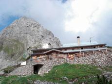 Foto: Tirol Werbung / Wander Tour / Adlerweg Etappe 29 - Hinein in die Mieminger Berge / Coburger Hütte + Drachenkopf / 26.07.2007 11:43:06