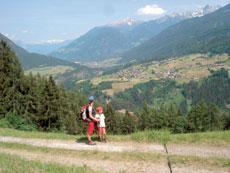 Foto: Tirol Werbung / Wandertour / Adlerweg Etappe 33 - Zur Aussichtskanzel des Oberlandes / Aufstieg Alpengasthof Plattenrain / 26.07.2007 11:47:24