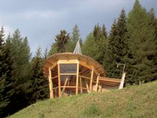 Foto: Tirol Werbung / Wander Tour / Adlerweg Etappe 34 - Wie die Gämse den Kamm entlang / Kapelle Plattenrain / 26.07.2007 11:48:13