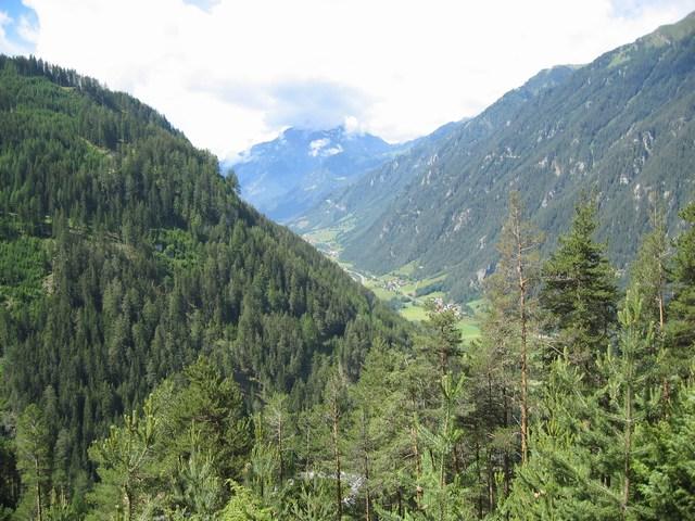 Foto: Jürgen Lindlbauer / Mountainbike Tour / Von Ried auf die Platzalpe (2181m)  / Hoch über Tösens, Blick Richtung Pfunds / 13.07.2007 15:50:18