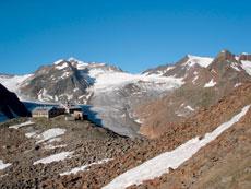 Foto: Tirol Werbung / Wander Tour / Adlerweg Etappe 45 - Am Scheitelpunkt zwischen dem Pitz- und dem Ötztal / Wildspitze / 26.07.2007 12:46:35