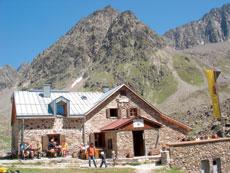 Foto: Tirol Werbung / Wander Tour / Adlerweg Etappe 49 - Formvollendete Berggestalten / Winnebachseehütte / 26.07.2007 12:51:18