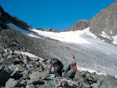 Foto: Tirol Werbung / Wander Tour / Adlerweg Etappe 50 - Auf eisigen Pfaden / Aufstieg Atterkarjoch / 26.07.2007 13:48:06