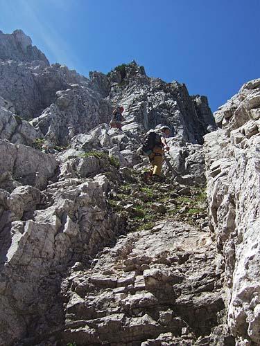 Foto: kro.potkin / Kletter Tour / Kumpfkarspitze - Kemacher Nordgrat IV- / Die Steilschlucht weitet sich und wendet sich in Form einer Rinne Richtung Grat. / 22.07.2007 23:19:11