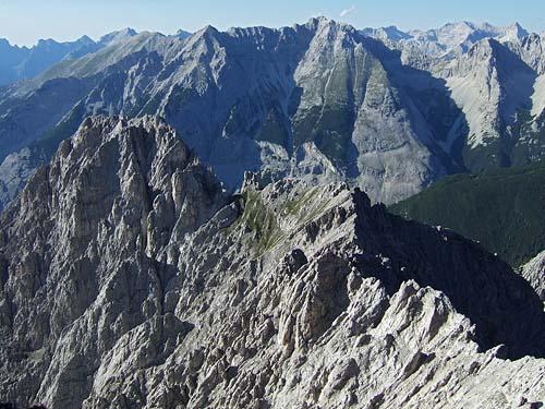 Foto: kro.potkin / Kletter Tour / Kumpfkarspitze - Kemacher Nordgrat IV- / Der Gratverlauf von der Kumpfkarspitze zum Kemacher, etwa die Hälfte der gesamten Länge. / 22.07.2007 23:22:31
