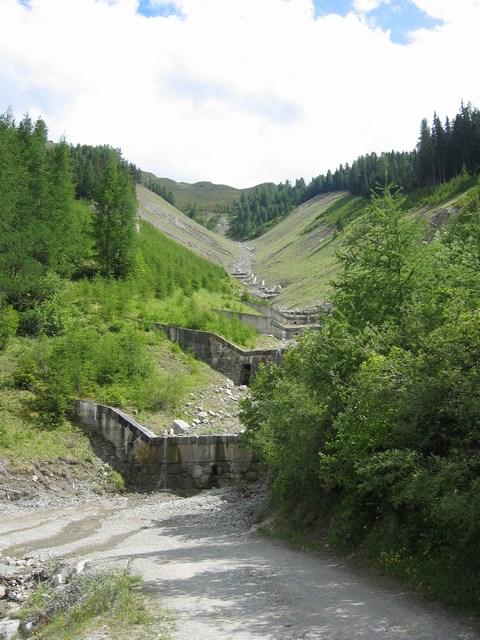 Foto: Jürgen Lindlbauer / Mountainbiketour / Von Ried auf die Fendleralm (1970m) / Bachverbau des Gschwendtbachs  / 05.08.2007 12:55:04