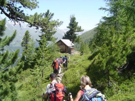 Foto: dobratsch11 / Wander Tour / Hütten Trekking in der Schobergruppe / bei der Jagdhütte vor dem Hochkaser / 05.08.2007 18:37:16