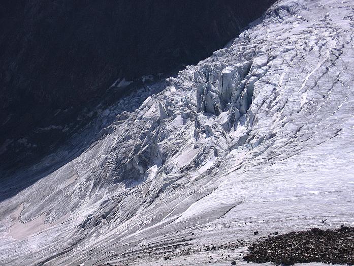 Foto: Andreas Koller / Wander Tour / Von der Franz Senn Hütte in die Wildgratscharte (3170 m) / Blick auf die Eisbrüche des Alpeiner Ferners / 08.08.2007 13:46:40