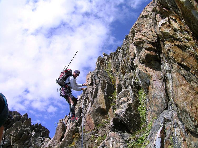 Foto: Andreas Koller / Wander Tour / Von der Franz Senn Hütte in die Wildgratscharte (3170 m) / Abstieg im steilen Gelände von der Wildgratscharte / 08.08.2007 13:46:00