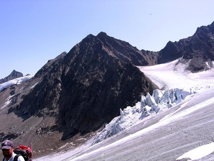 Foto: Andreas Koller / Wander Tour / Von der Franz Senn Hütte in die Wildgratscharte (3170 m) / Die Eisbrüche des Aöpeiner Ferners / 08.08.2007 13:44:01