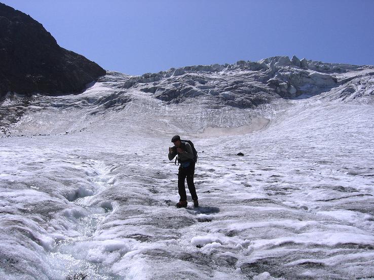 Foto: Andreas Koller / Wander Tour / Von der Franz Senn Hütte in die Wildgratscharte (3170 m) / Am Alpeiner Ferner unterhalb der Eisbrüche / 08.08.2007 13:43:44